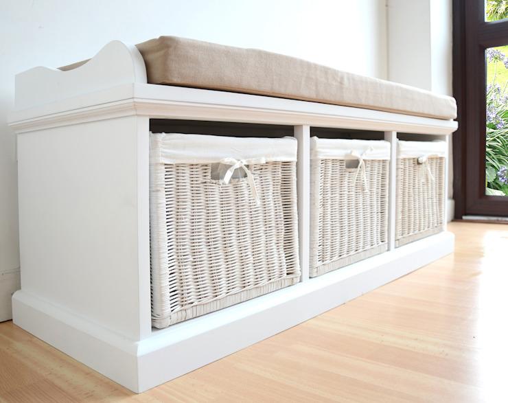 Banc de vestiaire peint en blanc avec 3 paniers de notre gamme Dale Cloakroom : classique par Big Blu Furniture, effet bois classique
