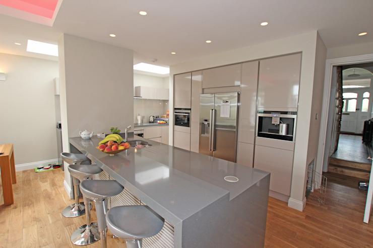Cuisine en laminé brillant cachemire Cuisine moderne de LWK London Kitchens Modern