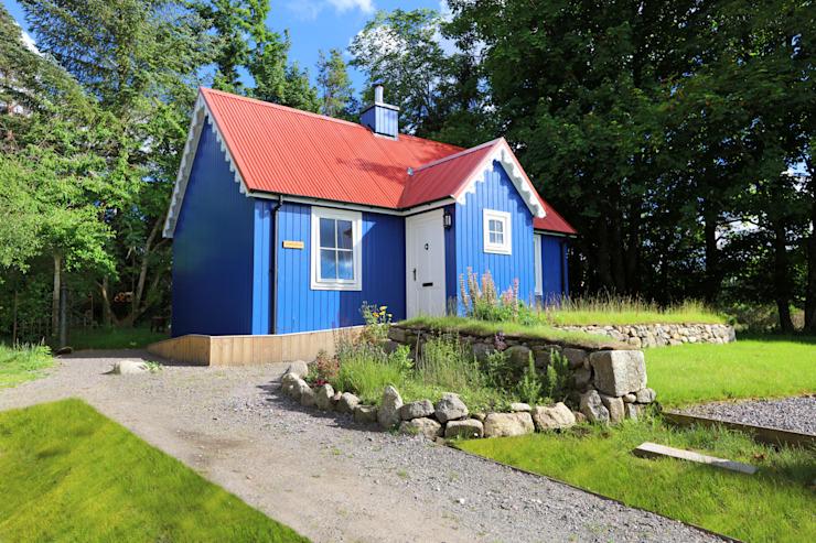 Une chambre à coucher sur mesure Wee House Maisons de style campagnard par The Wee House Company Country