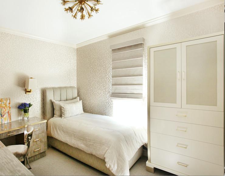 Art Collectors Residence Chambre à coucher de style classique par JKG Interiors Classic