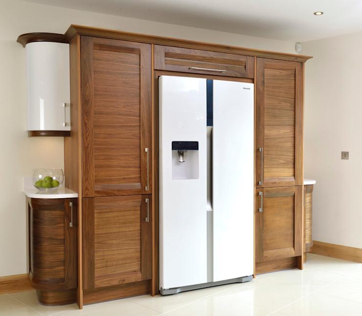 Mr & Mrs Broomhead Walnut & White Gloss Kitchen Cuisine moderne par pièce moderne