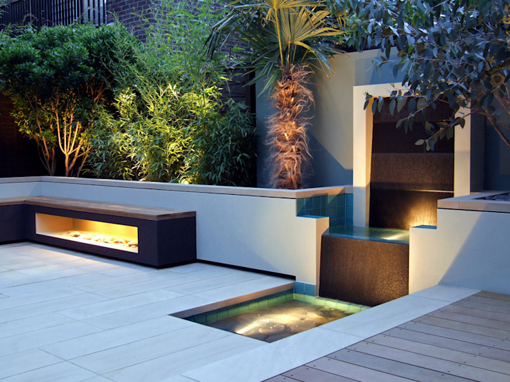 Jeu d'eau, banc et palmier avec éclairage Jardin moderne par MyLandscapes Garden Design Modern