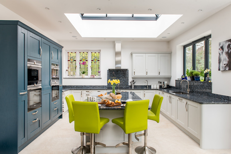 Mr & Mrs A, Camberley par Raycross Interiors Classic