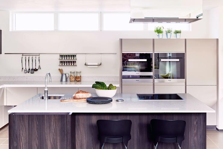 La cuisine ALNO - telle que vue sur le film Building The Dream Modern kitchen par The ALNO Store Bristol Modern