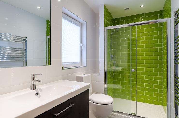 Salle de bains moderne par Jonathan Hagen Photographie Carreaux modernes