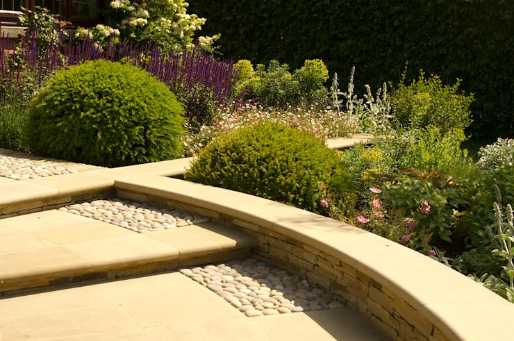 Arts et artisanat inspirés du jardin de devant Jardin de style champêtre par Elks-Smith Paysage et conception des jardins Paysage