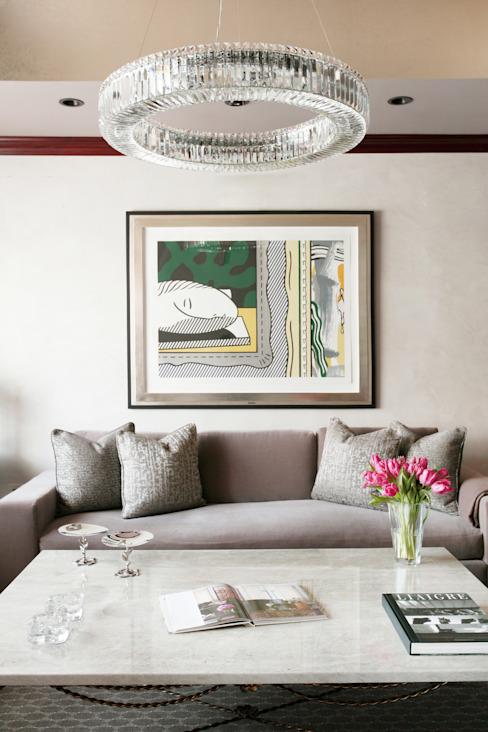 Art Collectors Residence Salon de style classique par JKG Interiors Classic Silver/Gold