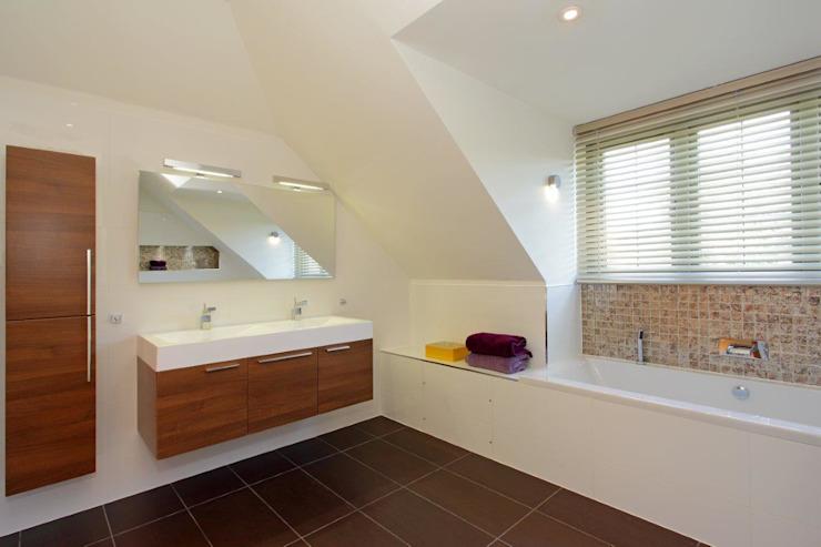 Projet de rénovation de la salle de bains minimaliste du West Sussex par At No 19 Minimalist