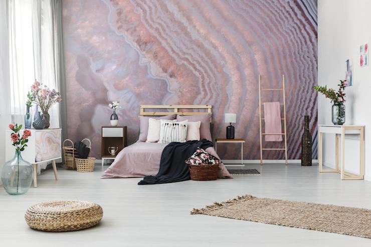 La chambre à coucher nacrée rose minimaliste des Pixers Minimaliste