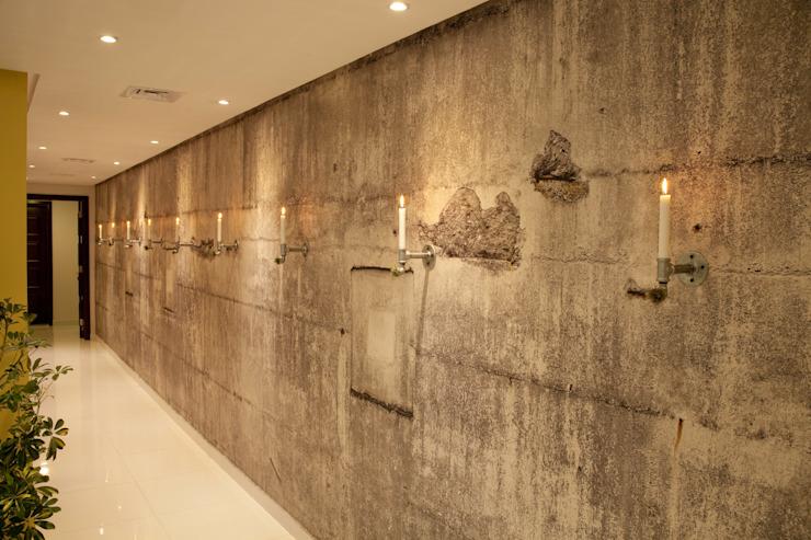 Salon industriel Couloir, couloir et escaliers de style industriel par Aorta : le cœur de l'art Industriel Aluminium/Zinc