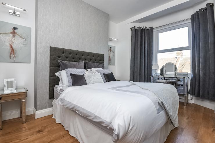 Master Bedroom 4 : modern by Millennium Interior Designers, Modern