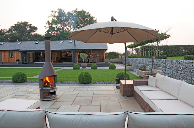 Un jardin pour se divertir dans un jardin de style minimaliste par Charlesworth Design Minimalist