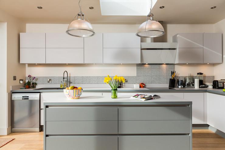 Nobilia 20mm Laser porte stratifiée en satin et gris minéral Cuisine moderne par Eco German Kitchens Modern Chipboard