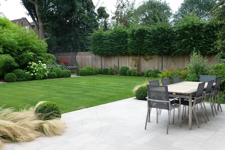 Grand jardin familial Jardin moderne par Garden Arts Modern