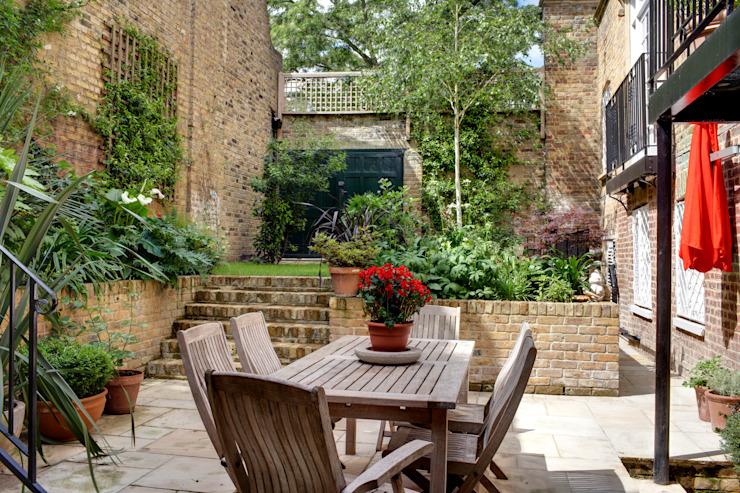 Balcon, véranda et terrasse de style Barnsbury Park Classic par ReDesign London Ltd Classic