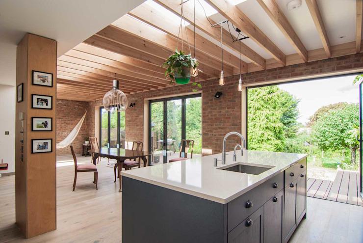 Epsom Cuisine moderne par Bradley Van Der Straeten Architects Modern