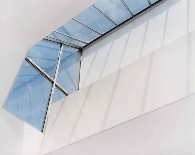 Fenêtres de bureau modernes Couloir, couloir et escaliers modernes par 4D Studio Architects and Interior Designers Modern