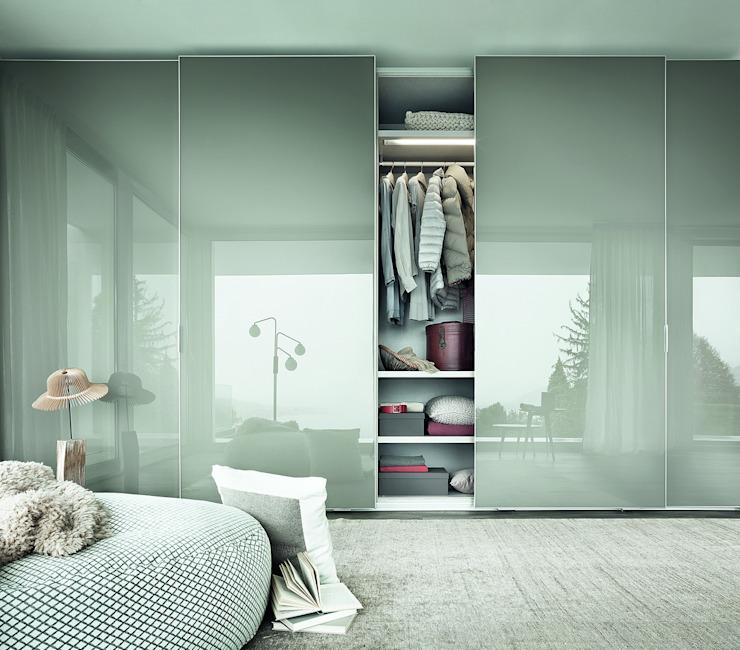 ARMOIRE DE PORTE COULISSANTE FINA : moderne par IQ Furniture, Modern