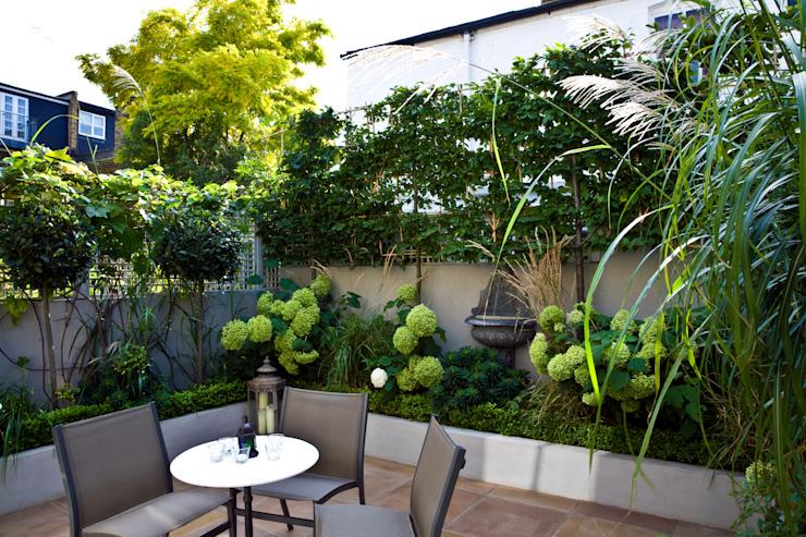 L'intimité dans un petit jardin de style London Garden Classic par GreenlinesDesign Ltd Classic