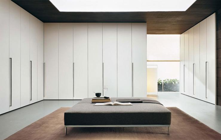 ARMOIRES À PORTES PORTANTES PLANÉES : moderne par IQ Furniture, Modern