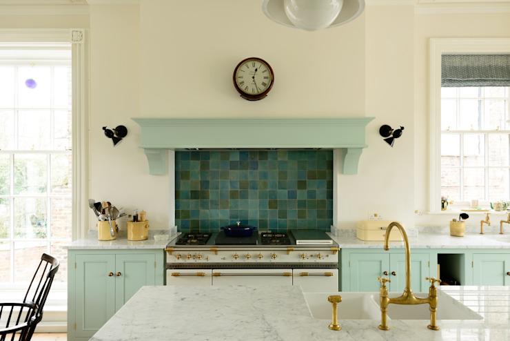 The York Townhouse Kitchen deVOL Cuisine de style classique deVOL Kitchens Classic Bois massif multicolore
