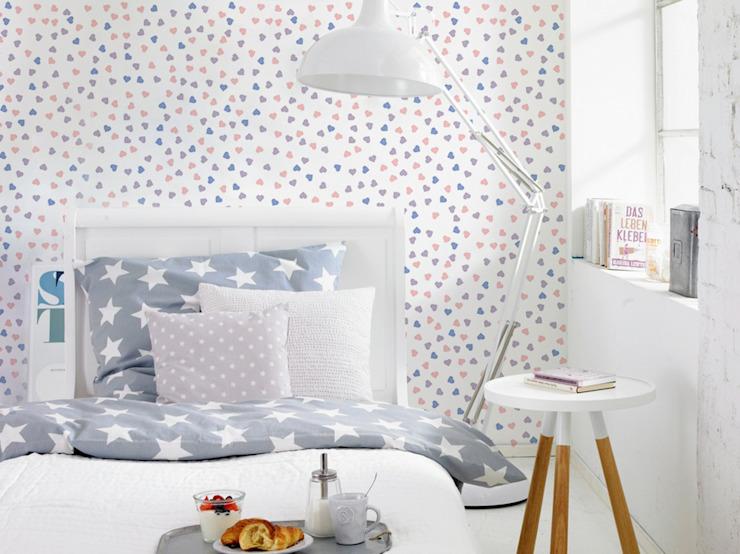 Coeurs pastels Chambre de style éclectique par Pixers Eclectic