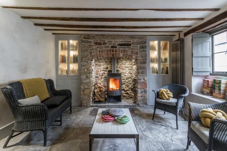 Miner's Cottage II : Salon Salon de style rustique par étage design Rustique