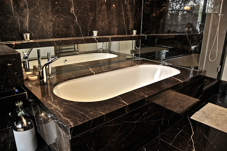 Salle de bains en marbre noir, salle de bains Orset Modern par Ogle luxe Cuisines et salles de bains modernes