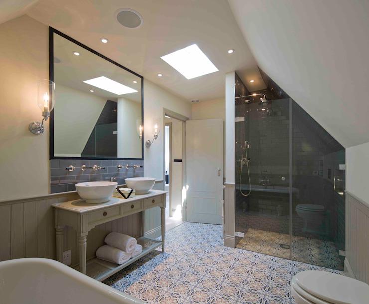 Hampstead, Londres - Salle de bains résidentielle de style classique par Peach Studio Classic