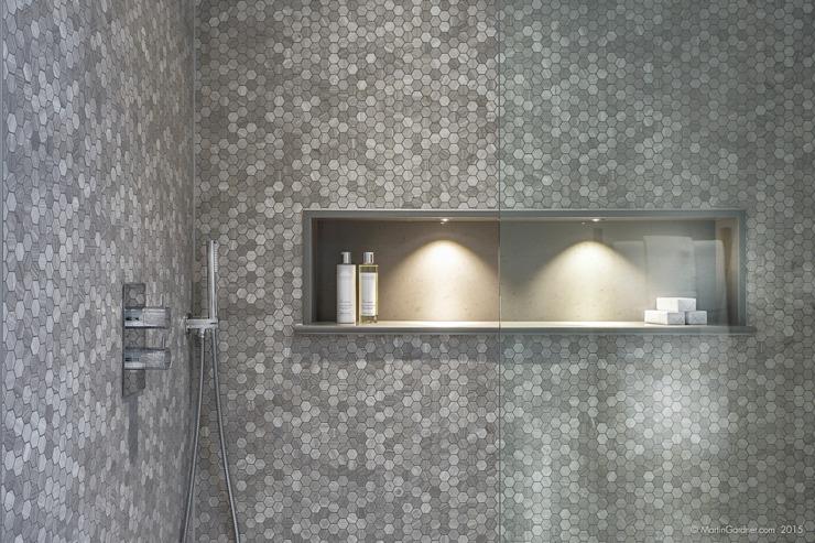 Maison familiale dans la salle de bains de Winchester, style Sleepers Hill Classic, par Martin Gardner Photography Classic