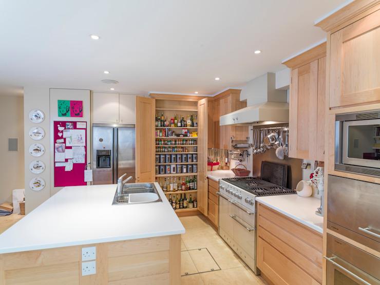 Cuisine en érable Balham conçue et réalisée par Tim Wood Cuisine moderne par Tim Wood Limited Bois massif moderne multicolore