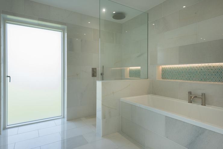 Remplacement d'une habitation contemporaine, salle de bain Cubert Modern par Laurence Associates Modern
