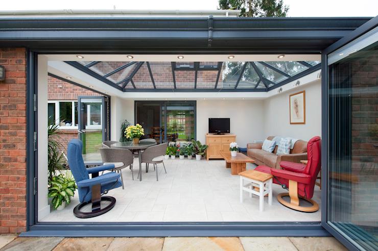 Modern Garden Room Conservatoire moderne par homify Modern