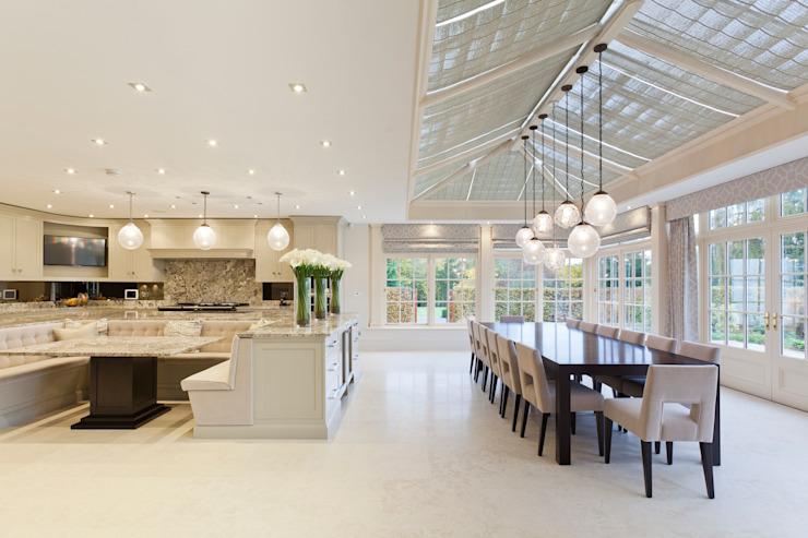 Georgian Orangery ouvre la cuisine pour y inclure l'espace repas Modern conservatory by Vale Garden Houses Modern
