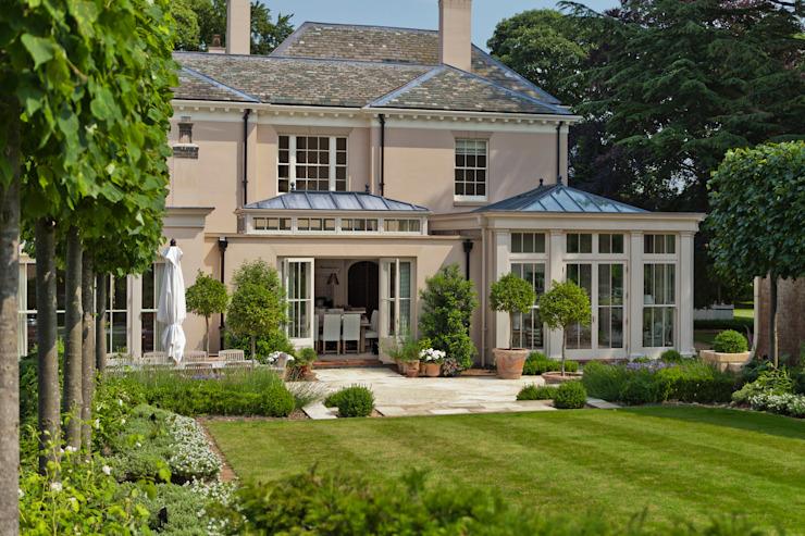 Orangerie avec portes à double battant Conservatoire de style classique par Vale Garden Houses Classic