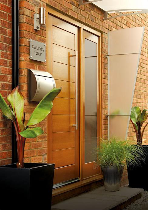 Ensemble de portes à panneaux latéraux en chêne de Modène : modern by Modern Doors Ltd, Modern
