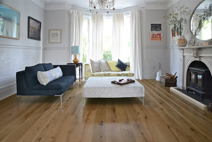 Chêne antique pré-huilé Distressed : classique par The Natural Wood Floor Company, Classic