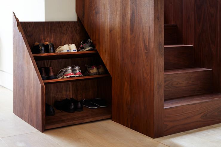 Rangement sous les escaliers : moderne par Fraher et Findlay, Moderne