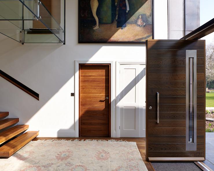 Galerie Couloir, couloir et escaliers modernes par Urban Front Modern