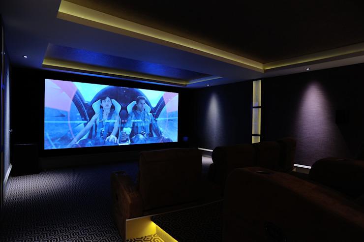 Murs en tissu dans une salle de cinéma Salle de presse moderne par Mille Couleurs London Modern