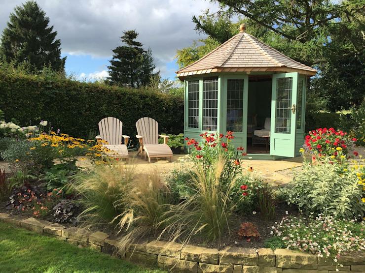 Le jardin de style Wraysbury Classic par Chelsea Summerhouses Ltd Classic