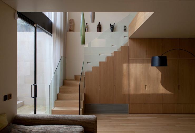 Maison de l'ouest de Londres Couloir, couloir et escaliers modernes par Viewport Studio Modern