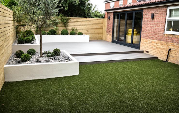 Petit jardin à faible entretien Jardin de style minimaliste par Yorkshire Gardens Composite bois-plastique minimaliste