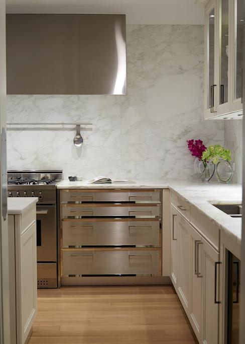 New York City Family Home JKG Interiors Cuisine de style classique Marbre blanc