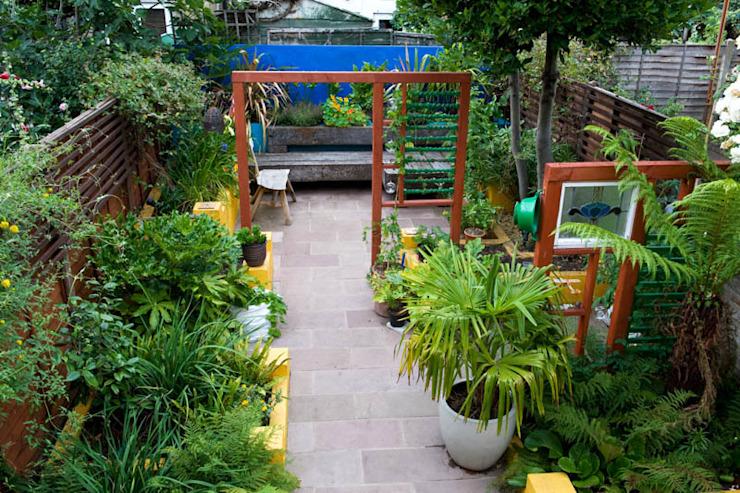 Petit jardin mexicain de style méditerranéen par Earth Designs Mediterranean
