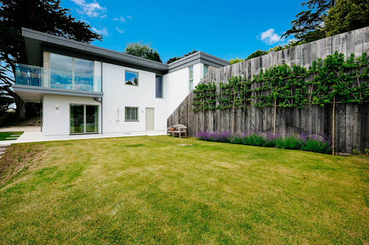 Lawn Modern garden par Perfect Stays Modern