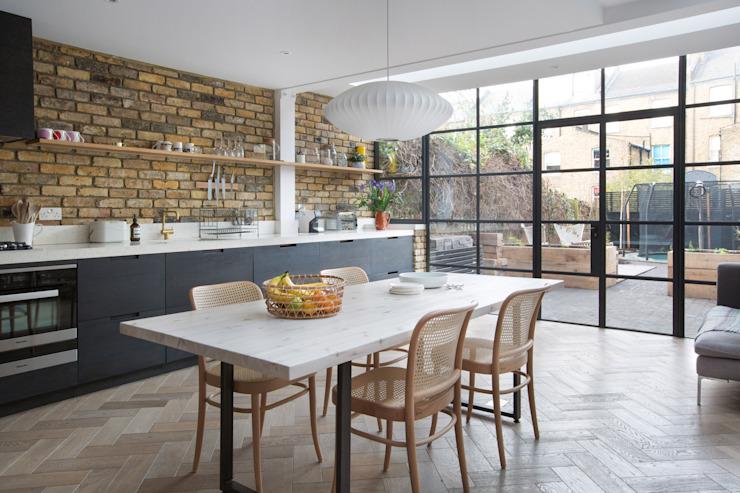Oakford Martins Camisuli Architects Cuisine de style éclectique Bricks Black