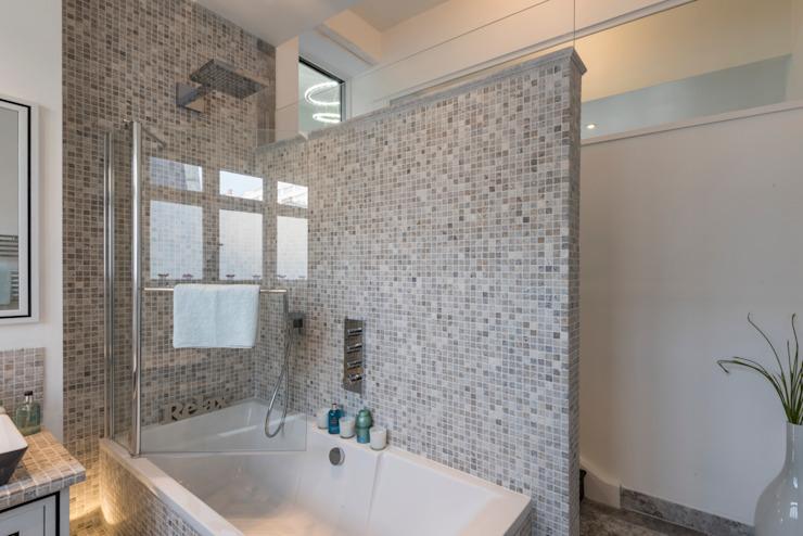 Bachelor Pad - Hyde Park Prestige Architects Par Marco Braghiroli Salle de bain de style classique