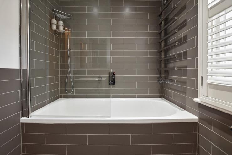 Étude de cas : Twickenham, Middlesex BathroomsByDesign Retail Ltd Salle de bains moderne