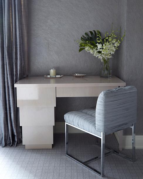 New York City Family Home JKG Interiors Chambre à coucher de style classique Bois massif Bleu